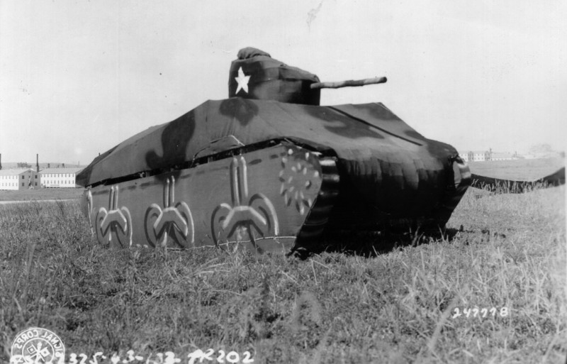 tank-gonflable-seconde-guerre-mondiale-06.jpg