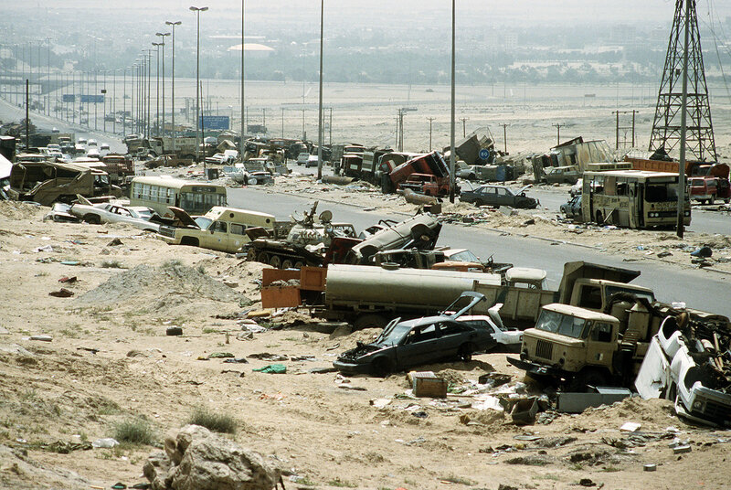 Highway of Death Demolished_vehicles_line_Highway_80_on_18_Apr_1991.jpg