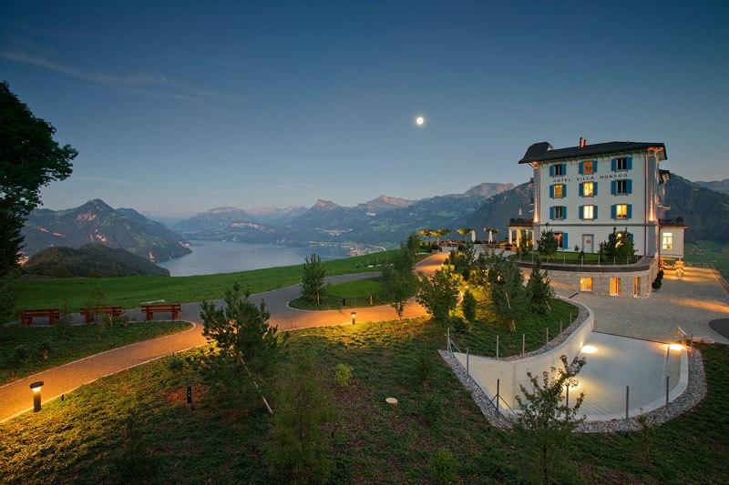Отель с пейзажным бассейном в Альпах Швейцарии