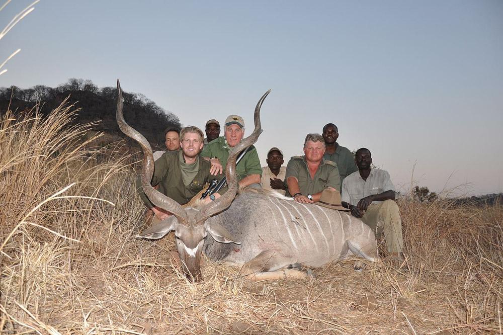 Сыновья Дональда Трампа любят убивать животных (12 фото)