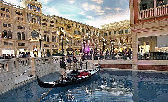 7. Venetian Macao (Макао, Китай) Казино Venetian Macao по своим размерам раз в восемь раз превышает