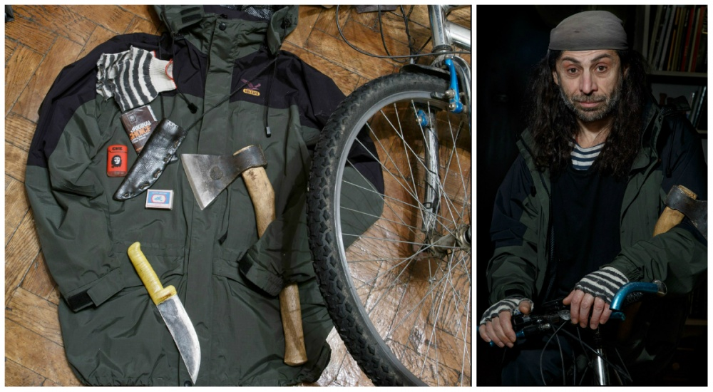 © Ekaterina Sahakyan  Велосипед, топор, нож, табак, зажигалка, спички, перчатки, бандана.