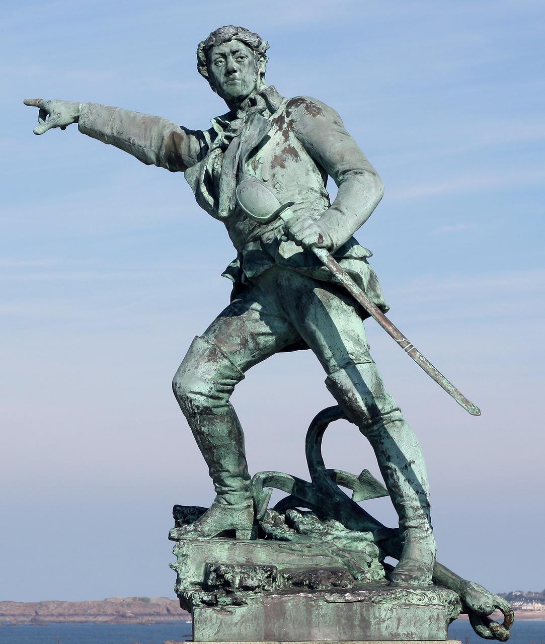 Памятник Сюркуфу в Сен-Мал Распродав товары и получив свою долю, Сюркуф на