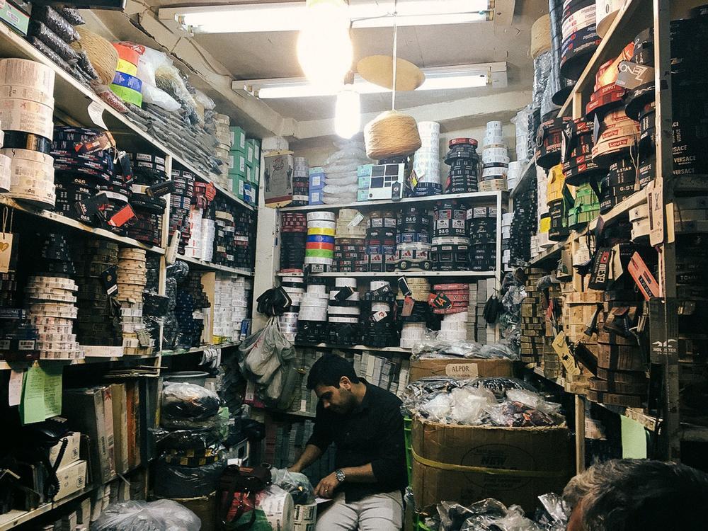 Большой базар Тегерана. «Портрет страны без законов об авторском праве: копия Джорджа Клуни продает