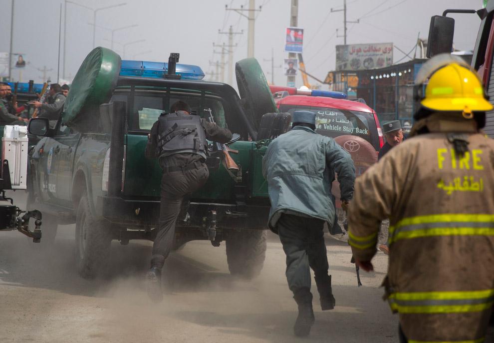 Очередь для регистрации новых избирателей для участия в выборах президента, Кабул, 18 марта 201