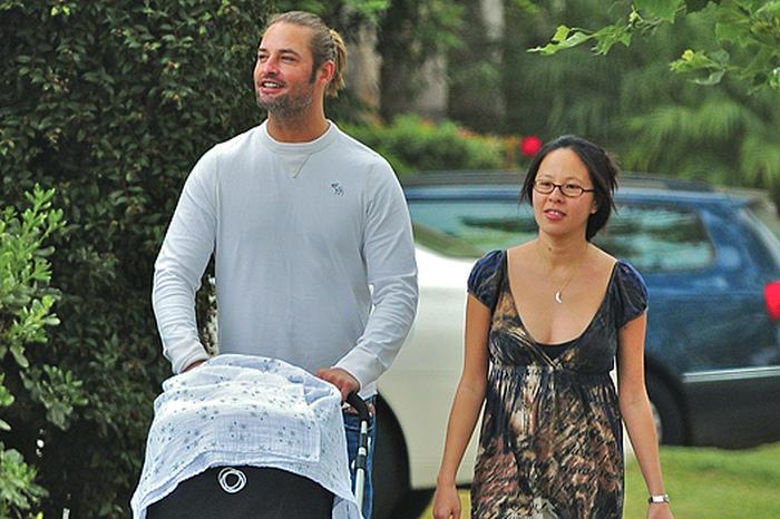 Звезда сериала «Остаться в живых» давным-давно, с 2004 года, женат на уроженке Индонезии. Джоша можн
