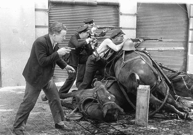 В 1936 году мятежники, преследовавшие идею равенства, свергнули республиканское правительство и ликв
