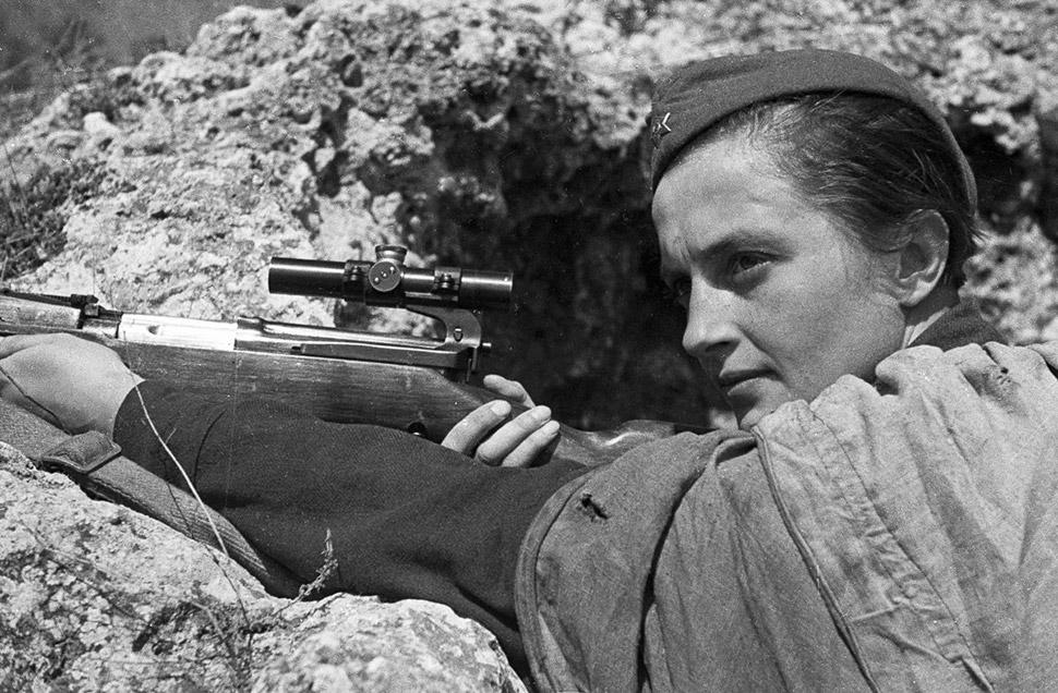 6 июня 1942 года, Людмила Павличенко в бою за Севастополь. На ее счету 309 убитых солдат вражеских в