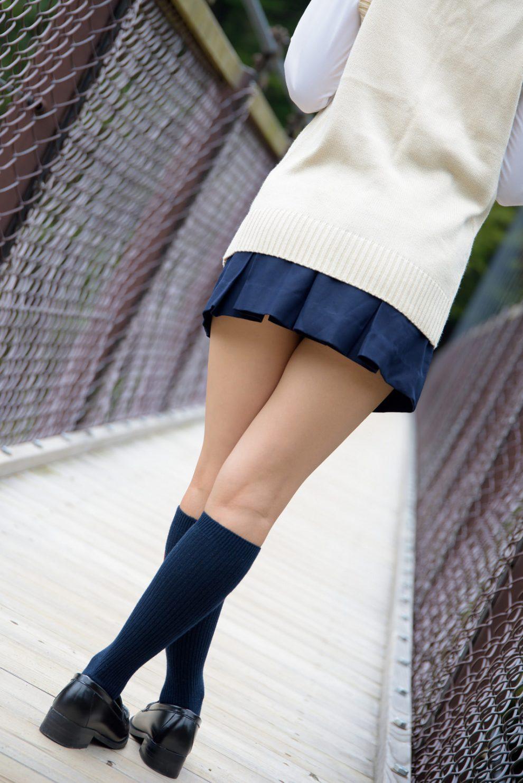 Загадочный японский фотограф снимает только женские бедра