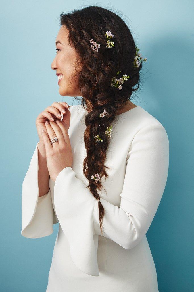 свадебные-прически-с-цветами18.jpg