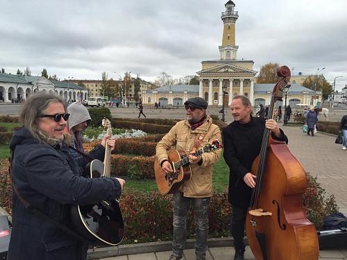 Борис Гребенщиков продолжил вКостроме серию уличных концертов