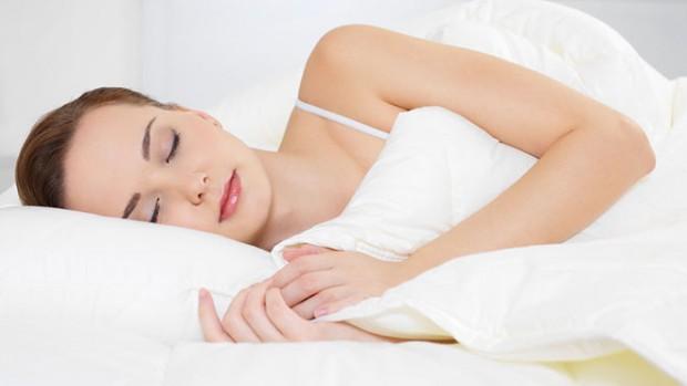 Ученые узнали, вкакой позе полезно спать