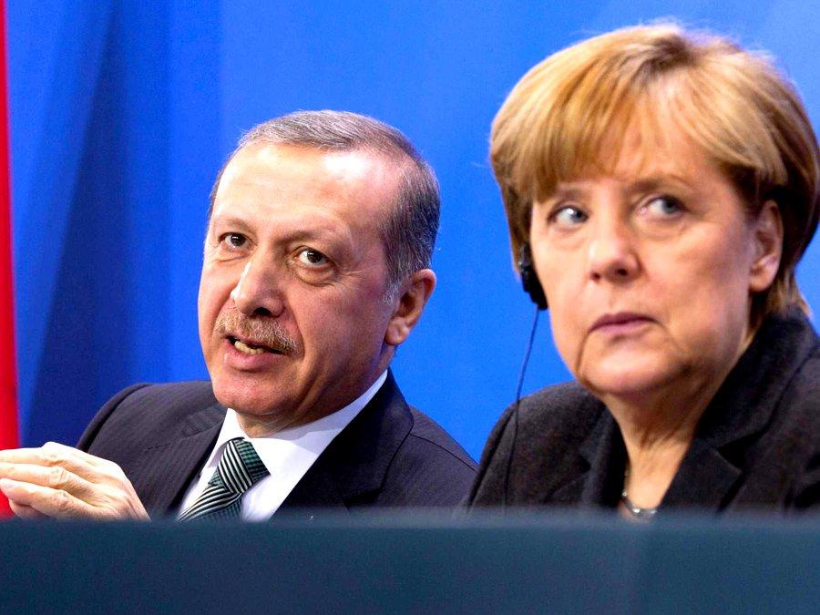 Меркель всамом начале визита вТурцию прочитала Эрдогану лекцию освободе слова
