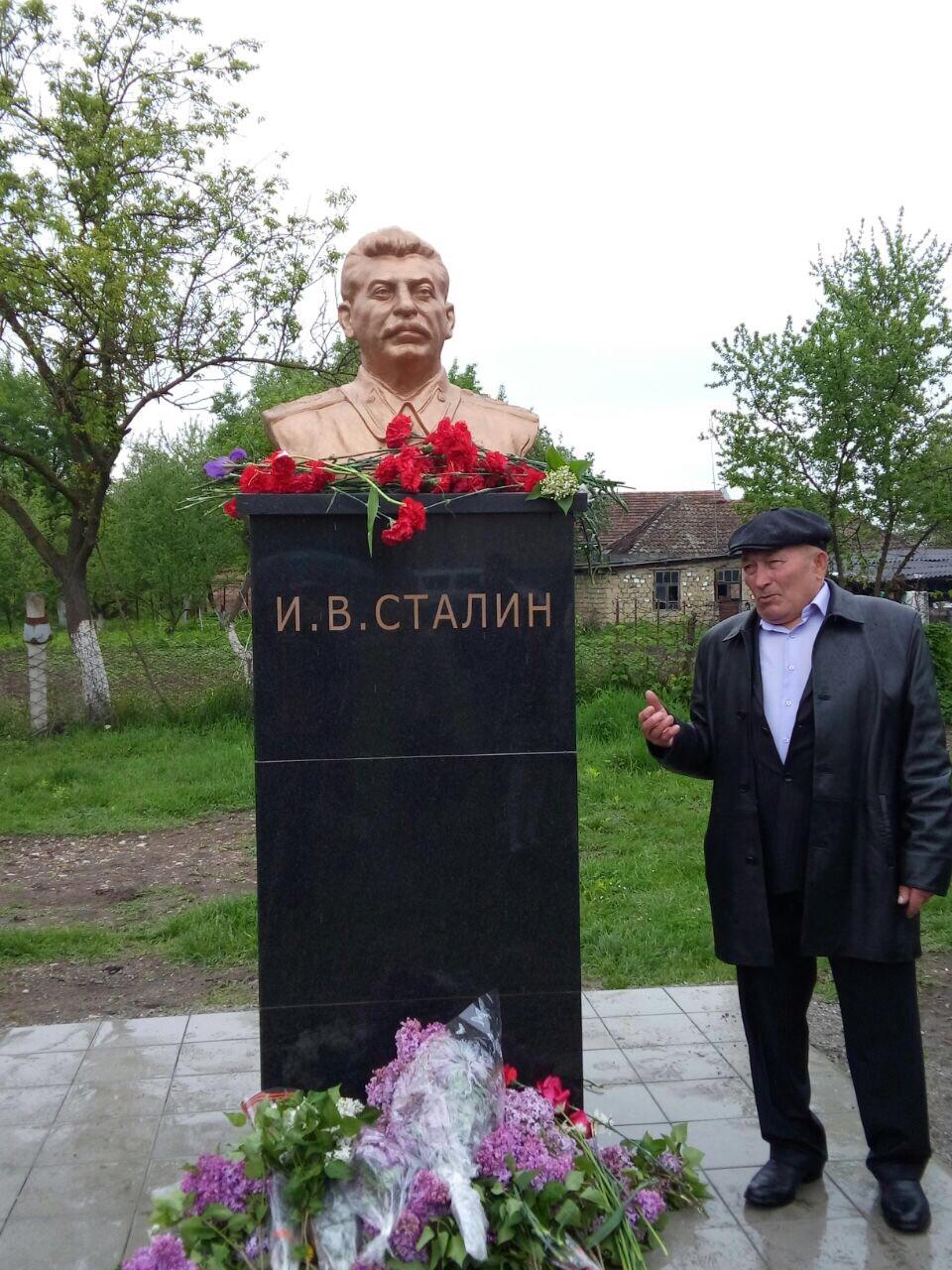 Село Красногор Ардонского района Северной Осетии. Бюст открыт 9 мая 2015-3.jpg