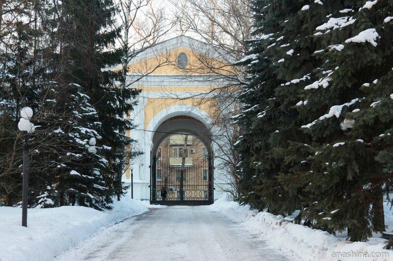 Въездные ворота, Лефортовский дворец