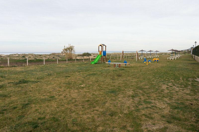 детская площадка на берегу моря в camping Bahia de la Plata