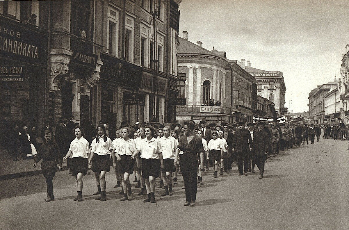 60491 Тверская, угол с Леонтьевским пер 1926.jpg