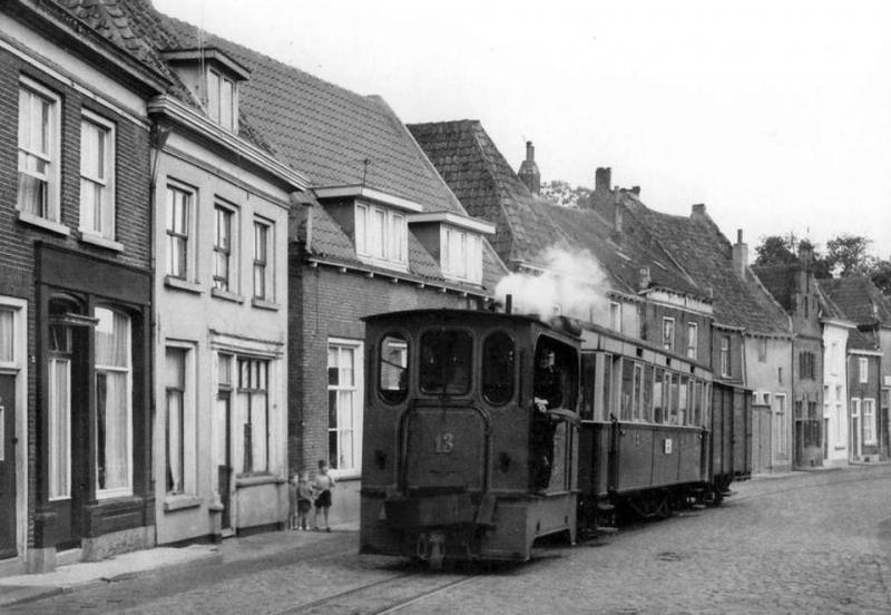 Грузопассжирский паровичок в Доесбурге (Голландия).jpg