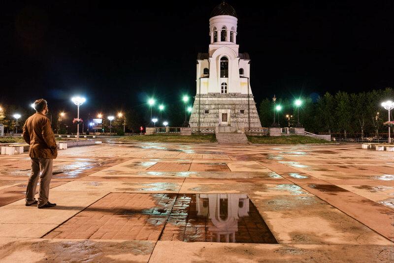 Часовня Александра Невского в Каменске-Уральском ночью
