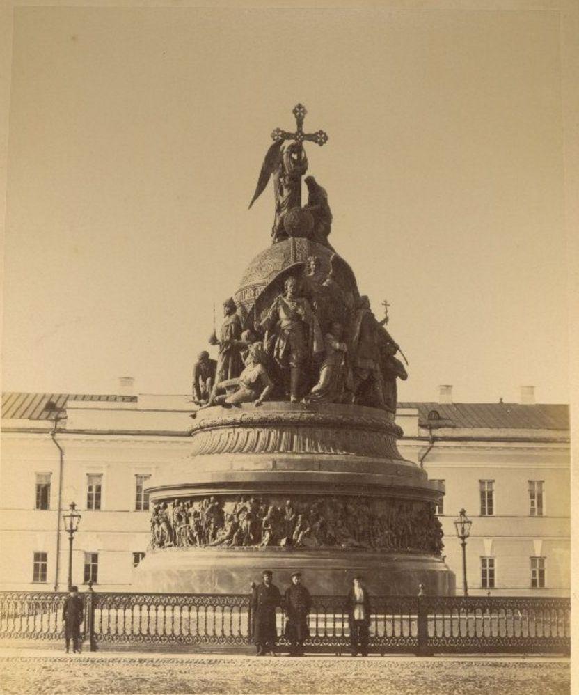 Памятник 1000-летию России