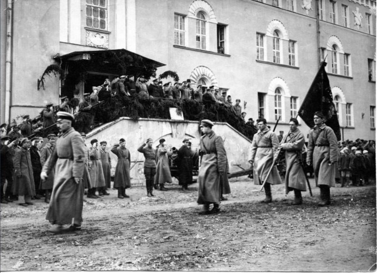 1921. Парад в честь двухлетия курсов тяжелой артиллерии. Кронштадт