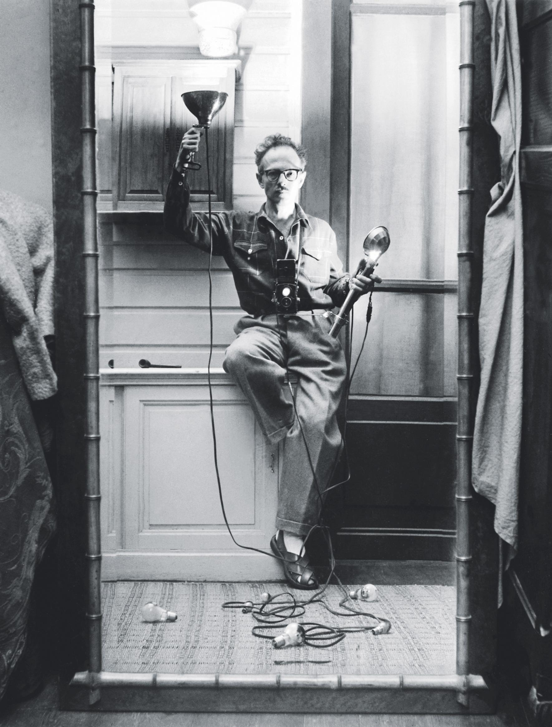 1951. Автопортрет со вспышкой