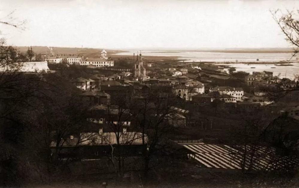 Вид от Дмитриевского собора