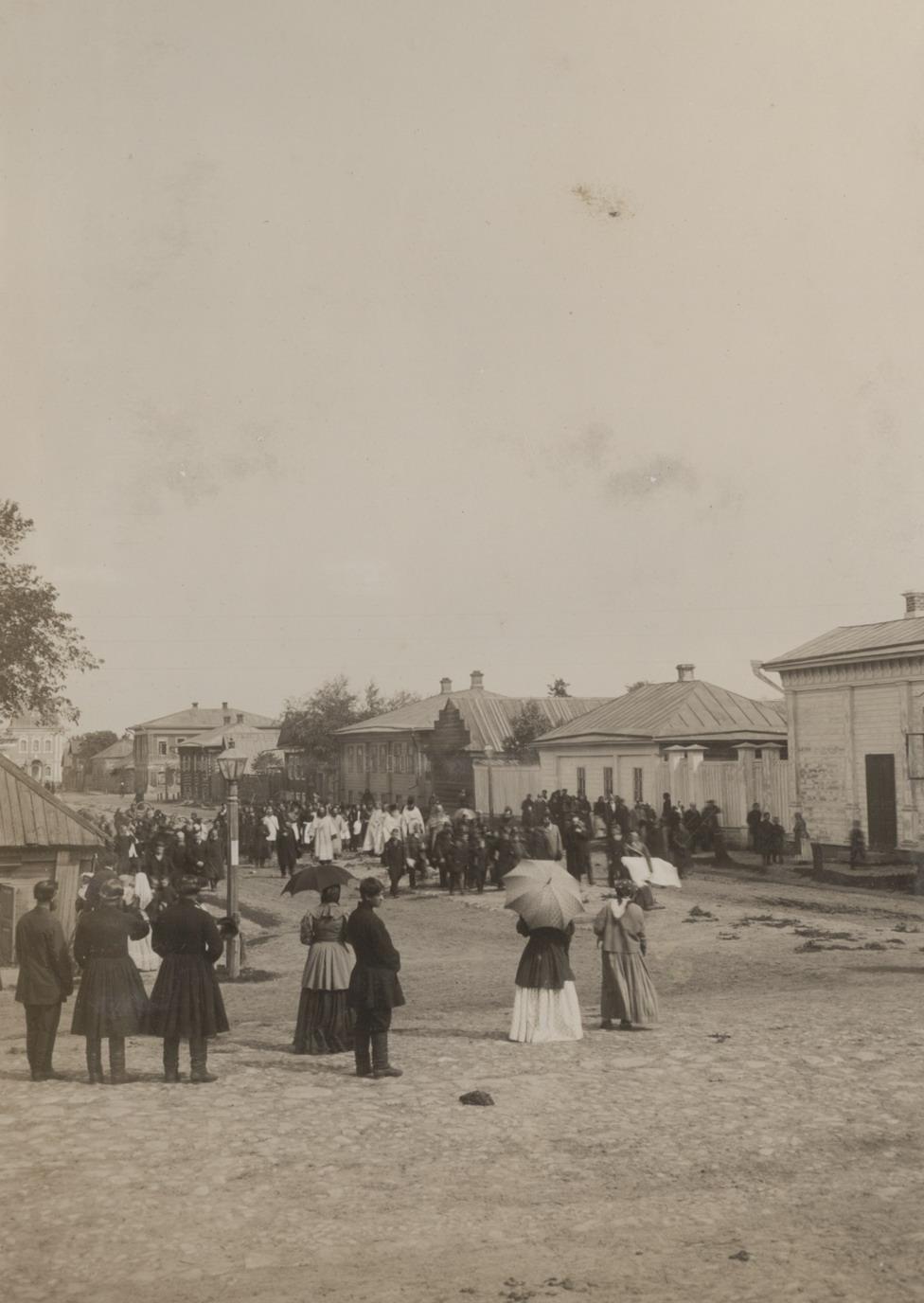 Крестный ход от Успенской церкви по ул. Полевой
