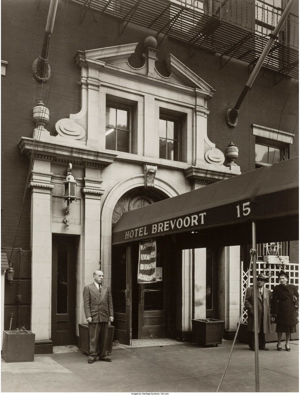 1935. «Brevoort Hotel», Пятая авеню, 15. 24 октября