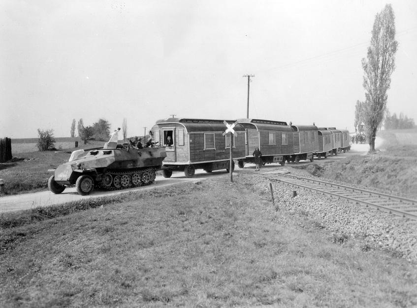я1115.Использование бронетранспортера Ганомаг SdKfz251 в послевоенное время.jpg