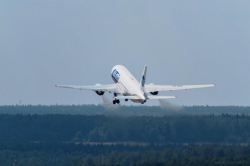 Boeing 767-224/ER (VP-BAL) ЮТэйр D805395