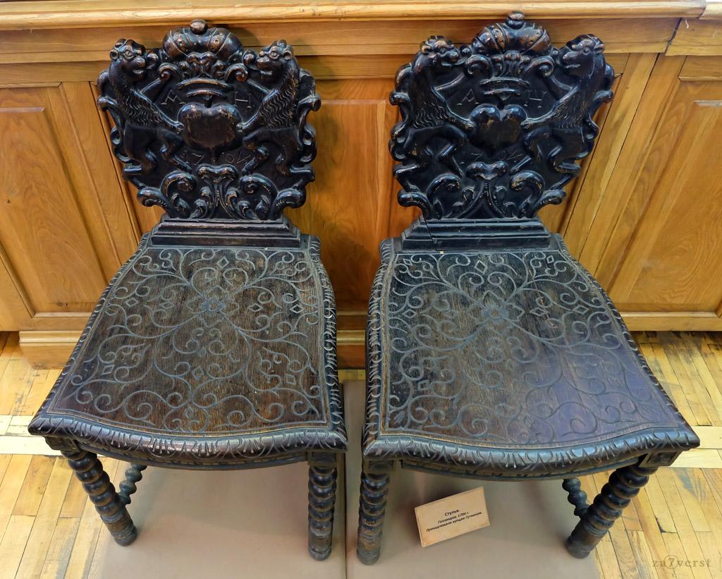 Домик Петра в Вологде, стулья