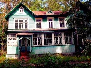 Дом с красивой террасой