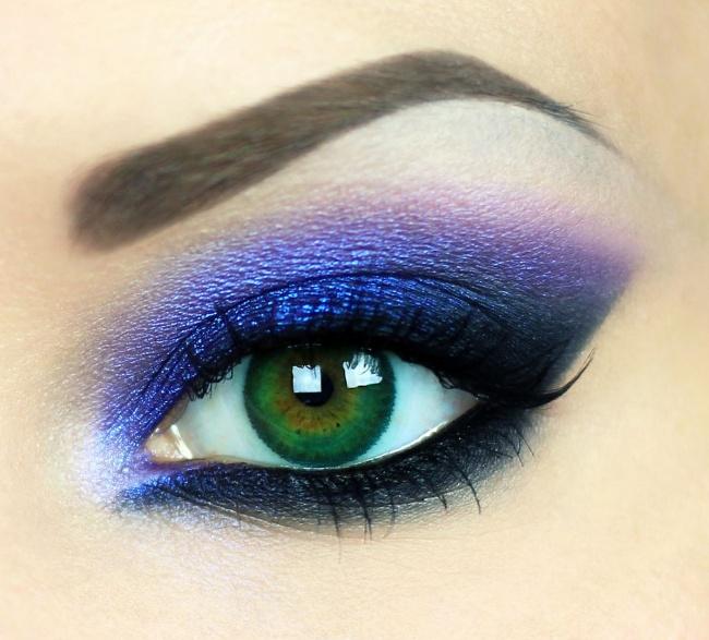 © delicatecosmetics  Чтобы цветные тени или карандаши смотрелись наглазах ярче, нанесите снач
