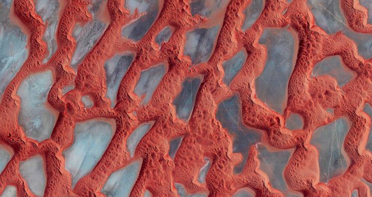 1. Пальма Джумейра (Дубай). Она состоит из ствола, 16 листьев, и окружающий остров полумесяц, к
