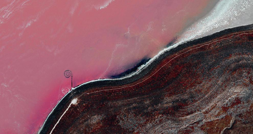 14. Эйсселог — искусственный остров в центре озера Кетелмер в Нидерландах. Создан в качестве хр
