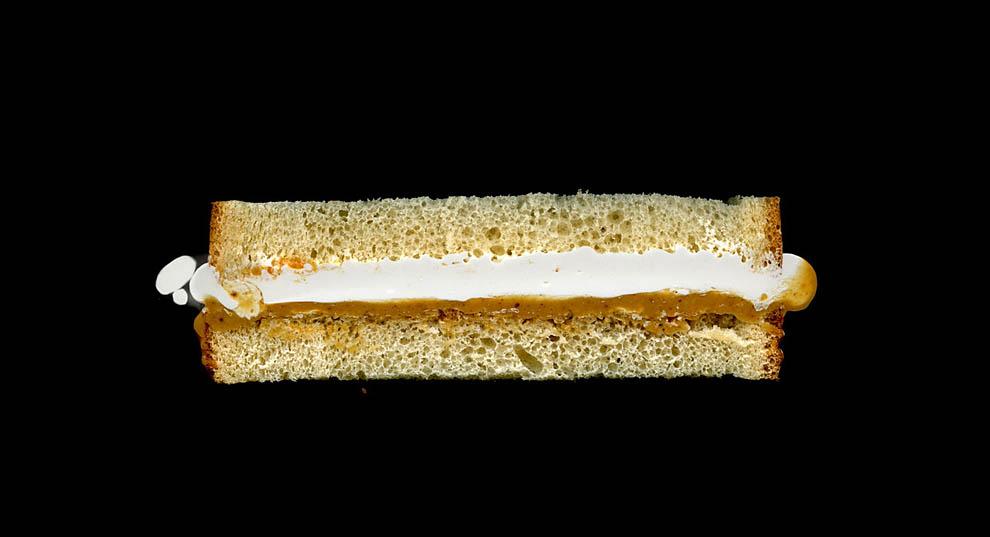 11. Арахисовое масло, мармеладный крем, белый хлеб.
