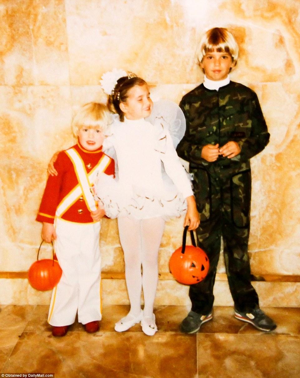 Эрик, Иванка и Дональд-младший в Хеллоуин.