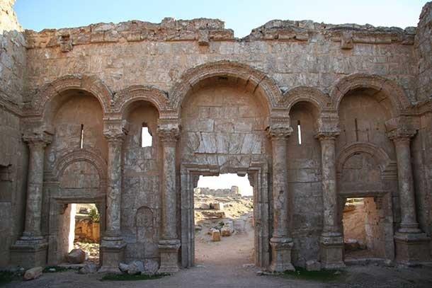 Второй из четырёх главных халифатов после смерти Мухаммеда, Омейядский халифат возник после перв