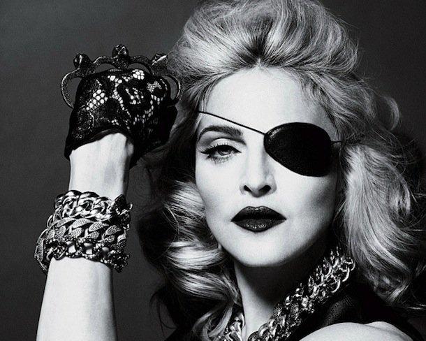 22. До того как стать Поп-Королевой, Мадонна была сотрудницей в заведении «Dunkin` Donuts».