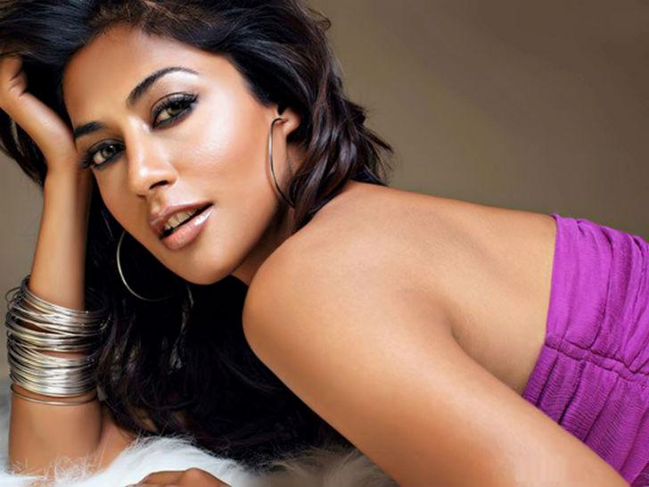 Индийская актриса снимается в основном в Болливуде. Начинала в качестве модели, а заметили ее благод