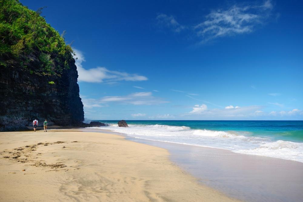 © maximkabb / @DEPOSITPHOTOS.COM  Несомненно, этот пляж— один изсамых красивых наГавайях. К