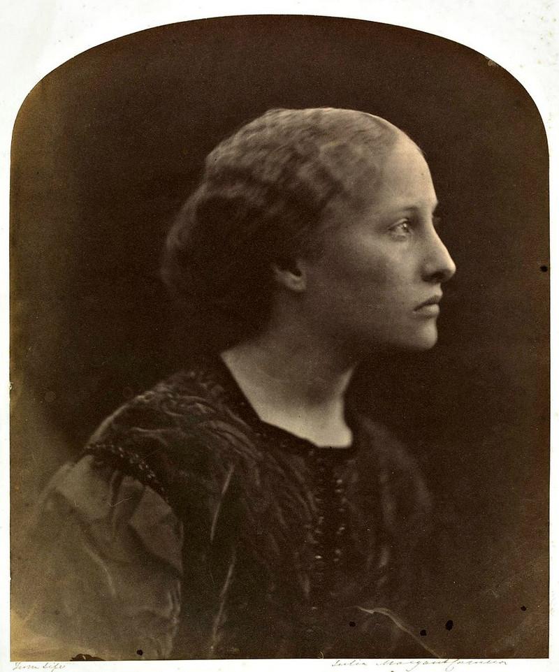 Известность Камерон принесли портреты выдающихся людей викторианской эпохи, среди них были Дарвин, Б