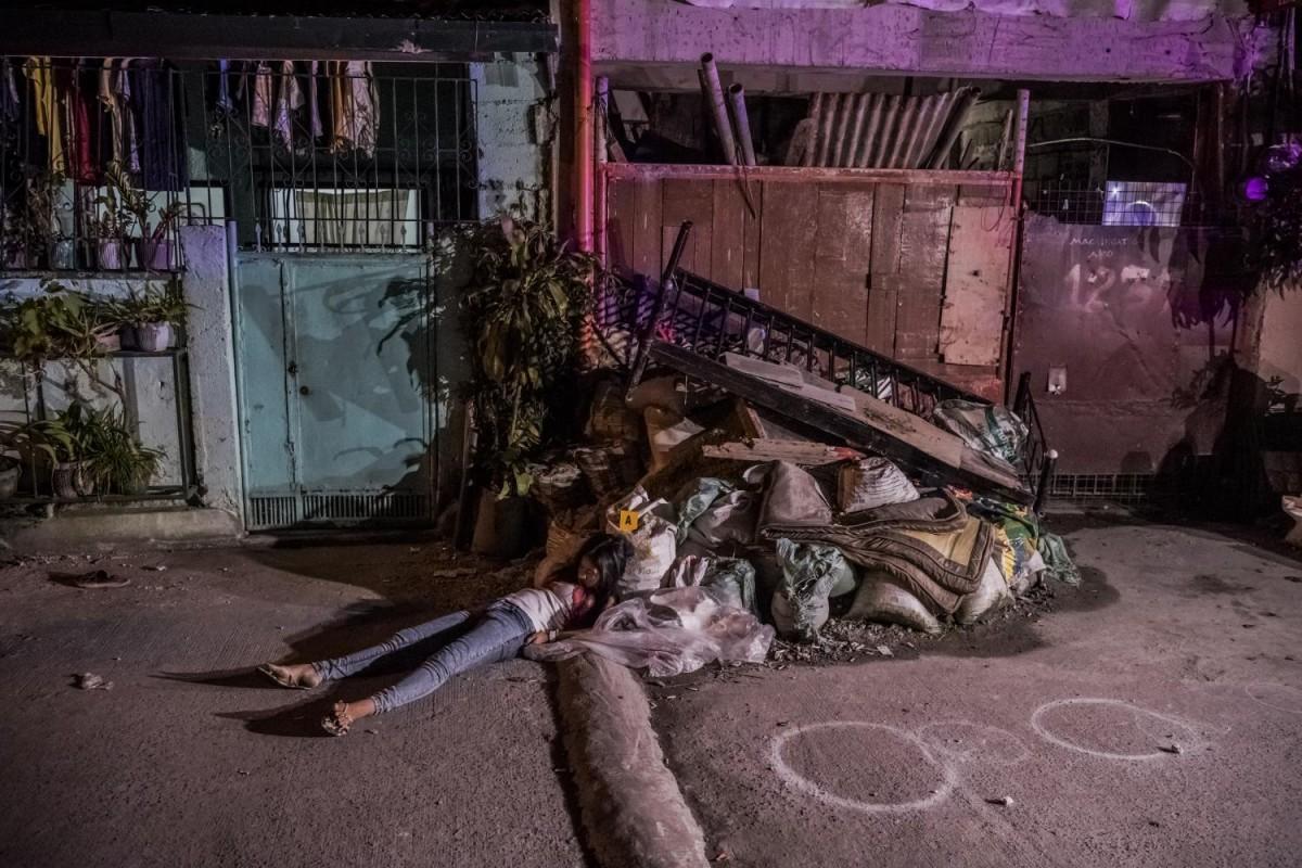 Среди 57 жертв, которых сфотографировал Береулак, было три женщины. 17-летнюю Анжелу Фернандез убили