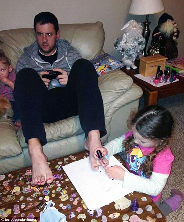«Дочь, ты давай там порисуй, если хочешь, а я пока поиграю».