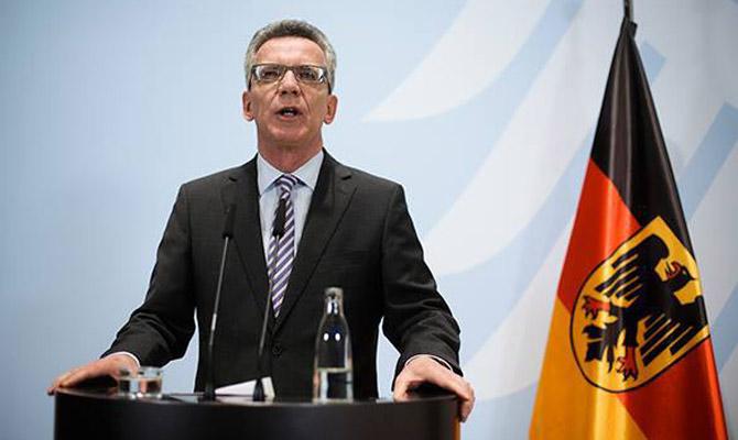 Германия обещает увеличить число высылаемых мигрантов в следующем году