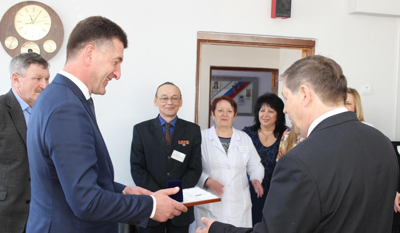 Главный врач больницы №5 получил медаль «Зазаслуги перед городом Брянском»