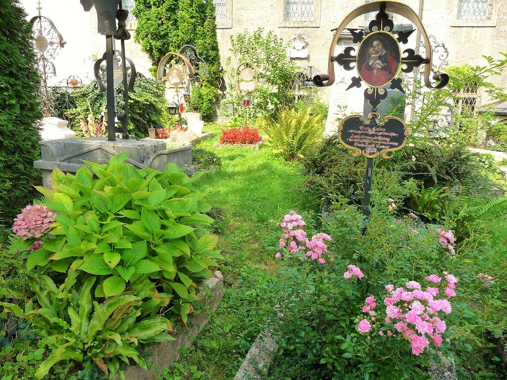Старинные могилы древнейшего христианского кладбища Зальцбурга
