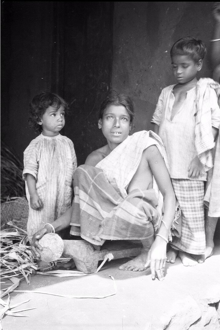69. Женщина с кокосовым скребком. Моландени