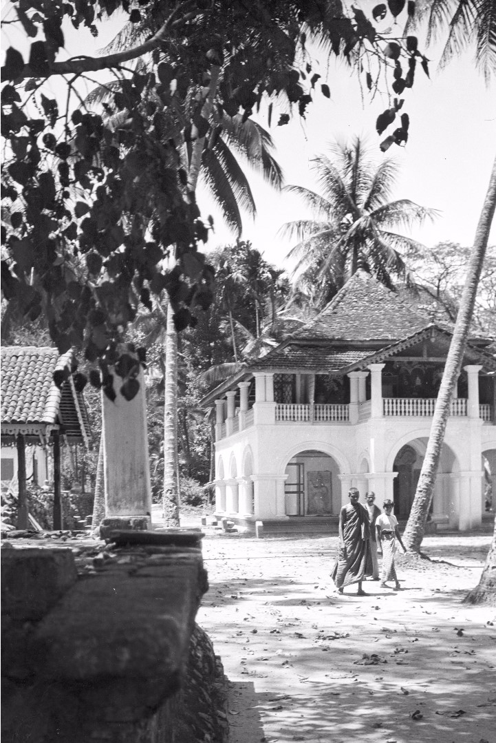 221. Семинария возле храма Зуба Будды